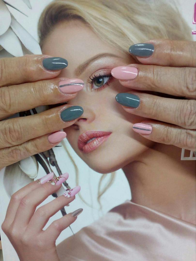LookBook Eleonora Korekcija izlivanja noktiju gelom + gel lak