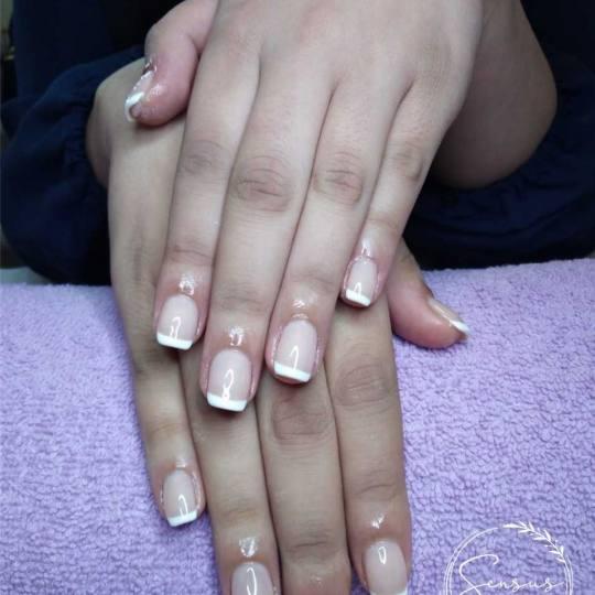 Sensus #beograd Ojačavanje noktiju Korekcija ojačavanja noktiju gelom