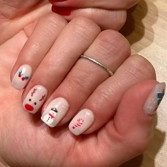 Bibi beauty centar #beograd Izlivanje noktiju Izlivanje noktiju gelom - kratki nokti novogodisnji na