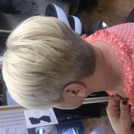 Friends beauty studio #beograd Žensko šišanje Žensko šišanje - kratka kosa