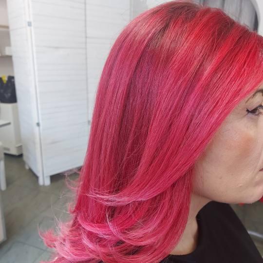 Topaz Beauty #beograd Feniranje i stilizovanje Feniranje na ravno - kosa srednje dužine