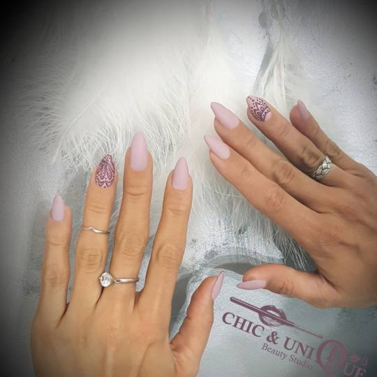 Chic & Unique #beograd Gel lak Korekcija gel laka Cream mate lace indian motifs nails 🙏💅🧘�