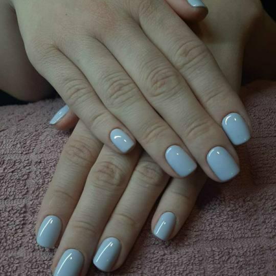 Bibi beauty centar #beograd Gel lak Gel lak - ruke savrsen maniikir sa gel lakom u bezbednim uslovim