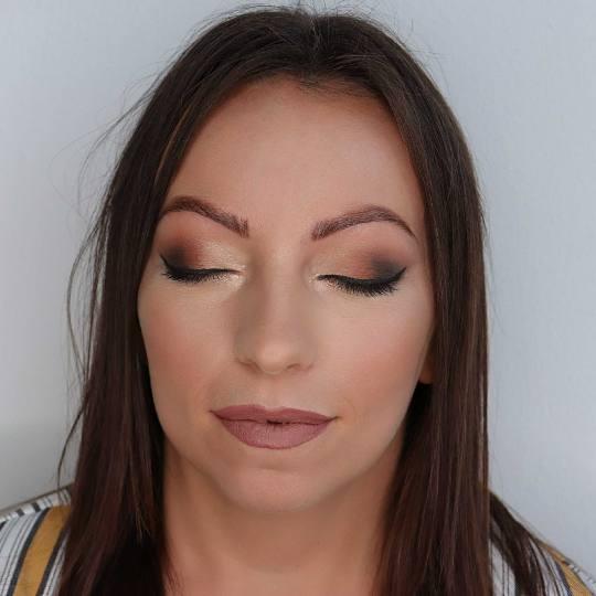 M Studio 0303 #novisad Make-up / šminkanje Profesionalno šminkanje + feniranje na ravno / lokne