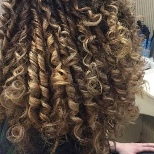 Bibi beauty centar #beograd Uvijanje, lokne i talasi Afro lokne - kosa srednje dužine afro lokne by
