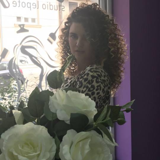 Studio Lady #beograd Uvijanje, lokne i talasi Afro lokne - duga kosa