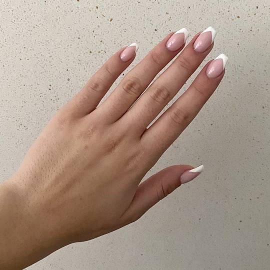 Gloss studio #nis Izlivanje noktiju Izlivanje noktiju gelom / nadogradnja noktiju