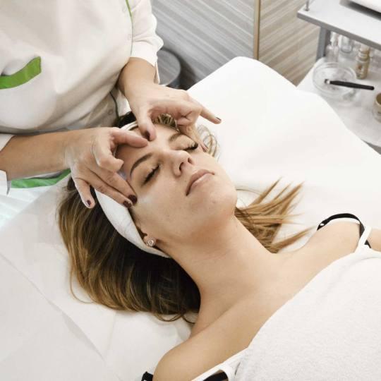 Logona centar #beograd Opšta masaža Parcijalna masaža - lice + vrat + dekolte + rameni pojas Masa