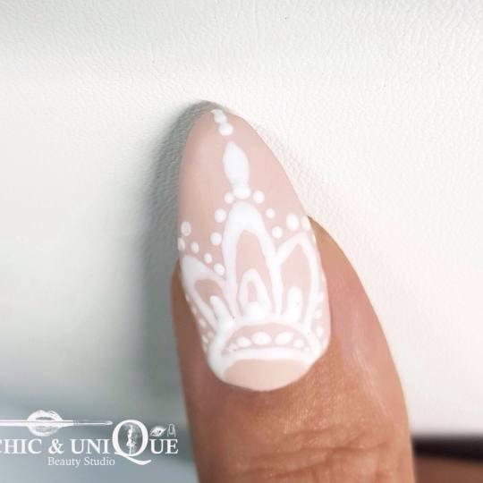 Chic & Unique #beograd Ojačavanje noktiju Ojačavanje noktiju gelom Lace indian motifs nails 🙏�