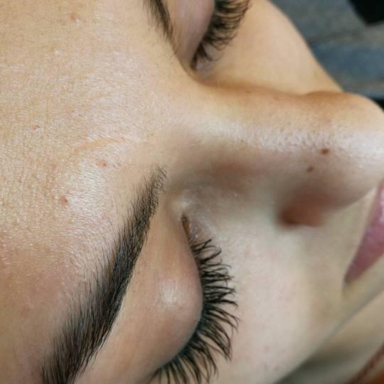 Afrodita Beauty studio #beograd Nadogradnja trepavica Nadogradnja svilenih trepavica - 1 na 1