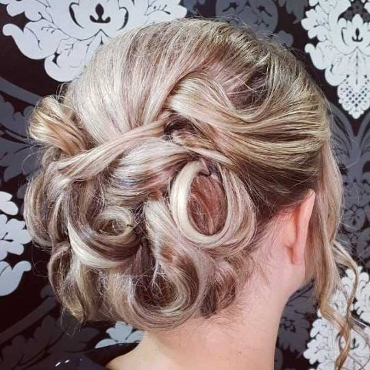 Headroom #beograd Svečane i frizure za svadbu Svečana frizura - veoma složena