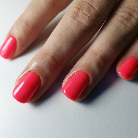 Salon Klinik #beograd Gel lak Gel lak - ruke Ge lak CND ne ostecuje nokte jer je na bazi prirodne sm