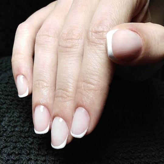 Headroom #beograd Ojačavanje noktiju Ojačavanje prirodnih noktiju gelom + french / baby boomer