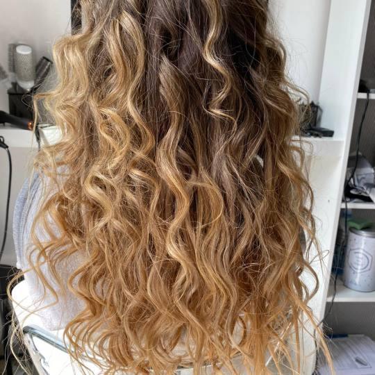 Salon Klinik #beograd Pranje kose Pranje kose + lokne na figaro - duga kosa